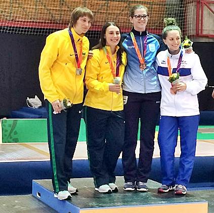 Élora Pattaro (esq.), ganhadora da prata, ao lado de Karina Lakerbai , ouro nos Jogos Sul-Americanos (Foto: COB)