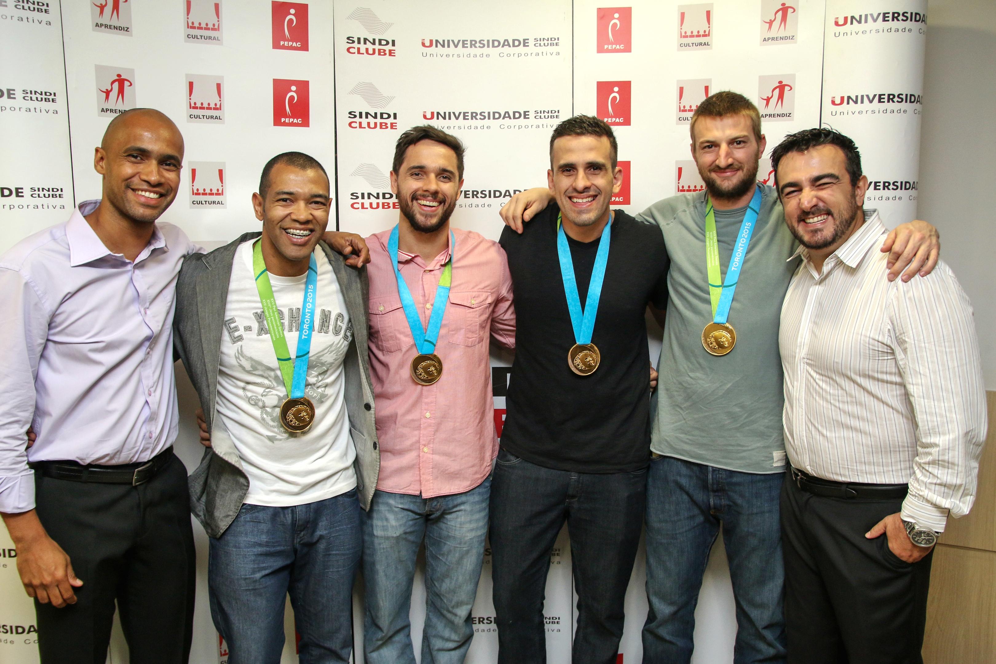 Atletas e técnicos receberam homenagem do Sindi-Clube e da Federação