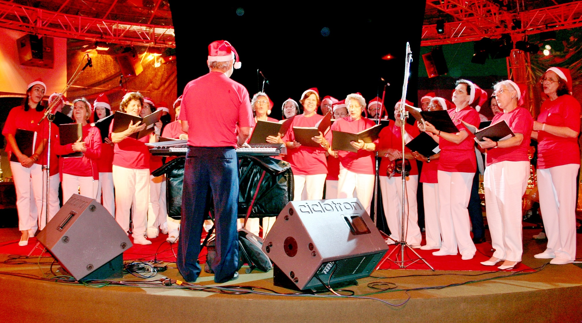 Corais: apresentações tradicionais antes do Natal